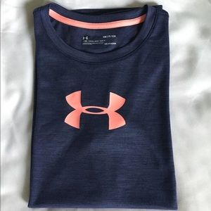 Under Armour Tops - Under Armour T-Shirt